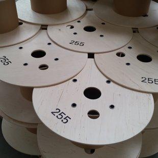 Szpule sklejkowe - sklejka szlifowana gr. 8mm, rdzenie papierowe, łączenia rurkowe.